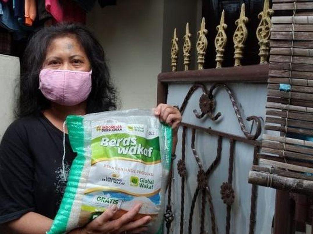 Warga Tak Mampu Bisa Dapat Beras Gratis yang Diantar ke Rumah