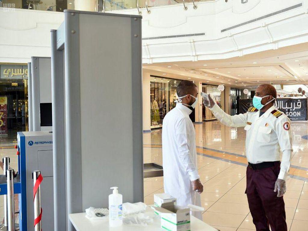 Arab Saudi Buka Kembali Pusat Perbelanjaan dengan Pengawasan Ketat