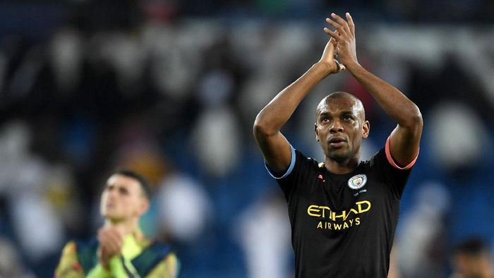 MADRID, SPAIN - FEBRUARY 26: Fernandinho of Manchester City applauds fans after the UEFA Champions League round of 16 first leg match between Real Madrid and Manchester City at Bernabeu on February 26, 2020 in Madrid, Spain. (Photo by David Ramos/Getty Images)