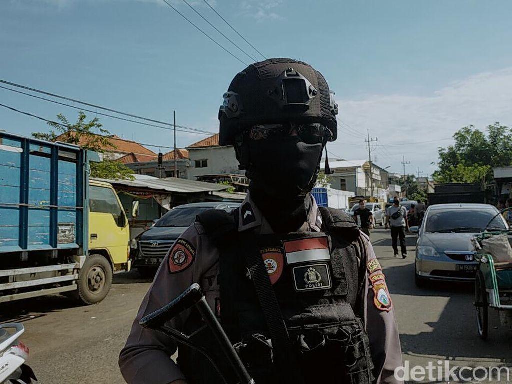 Densus 88 Geledah Gudang Ekspedisi di Surabaya Tempat Terduga Teroris Kerja