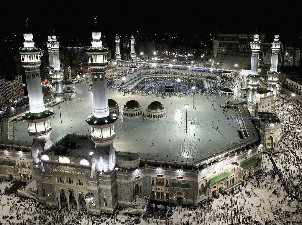 Melihat Bilik Disinfektan yang Ada di Masjidil Haram