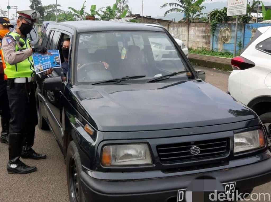 Jelang PSBB Parsial, Ratusan Kendaraan Dihalau Polisi di Sukabumi