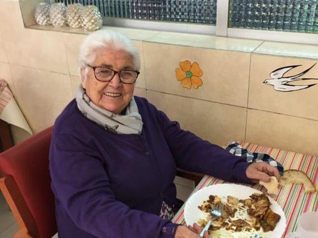 Di Usia 95 Tahun, Nenek Buyut Fabregas Kalahkan Corona!