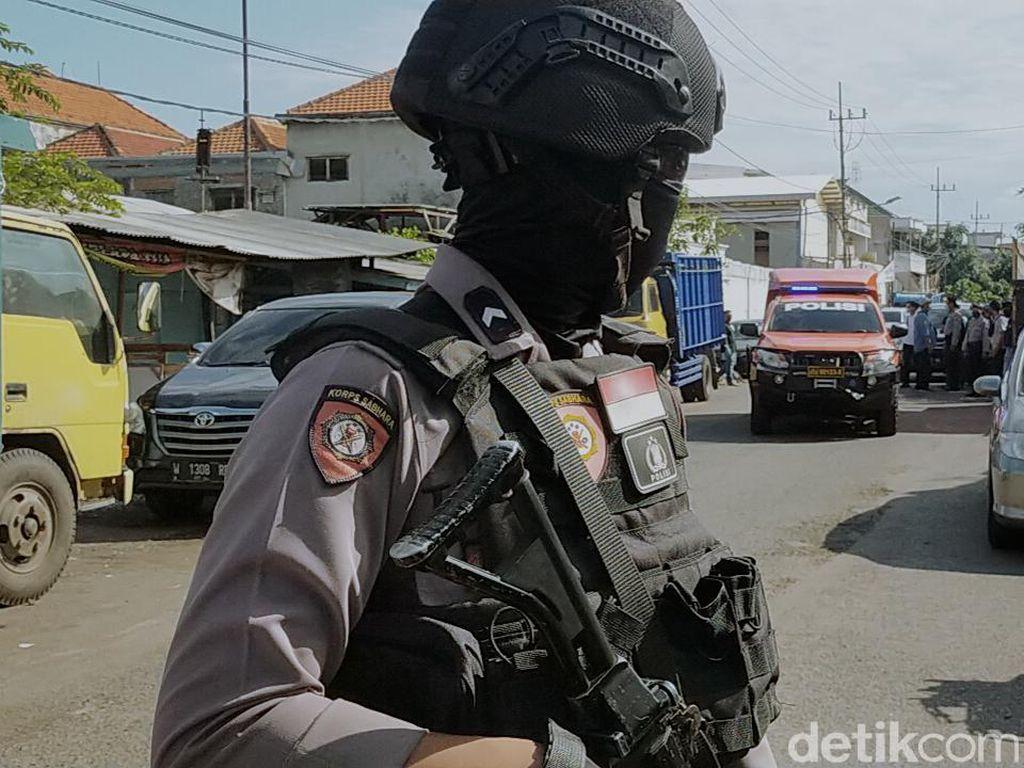 Densus 88 Geledah Tempat Kerja Terduga Teroris, Sejumlah Barang Diamankan
