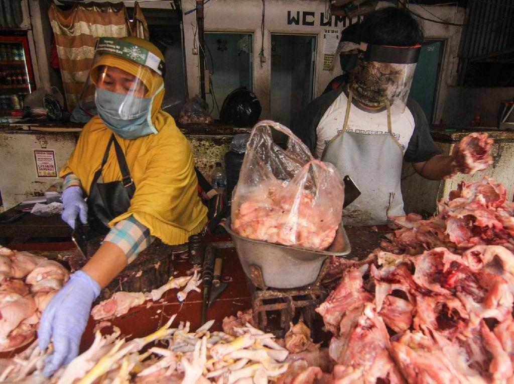 Cegah Corona, Pedagang Daging juga Pakai Pelindung Wajah
