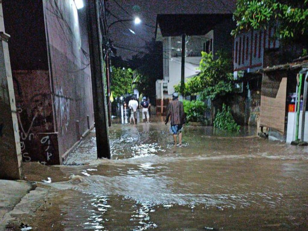 Tinjau Kali Sunter, Anies Baswedan Klaim Banjir Lebih Terkendali