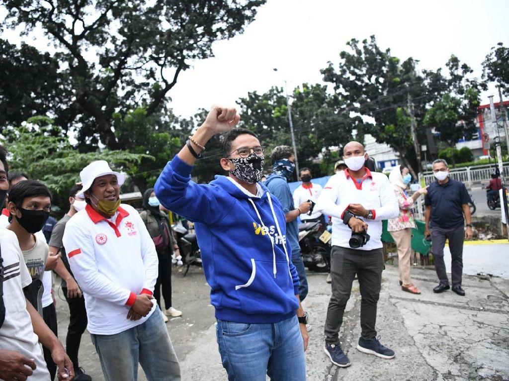 Gerakan Nasi Bungkus Warteg untuk Warga Terdampak COVID-19