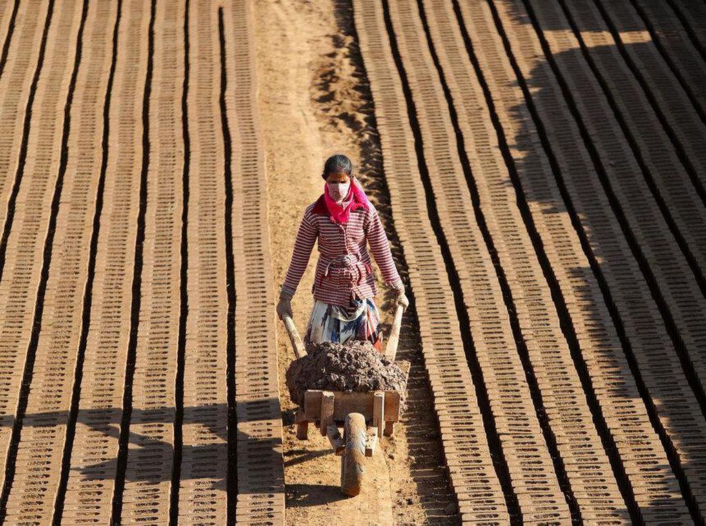 Potret Buruh Perempuan di India, Perkasa dan Berotot