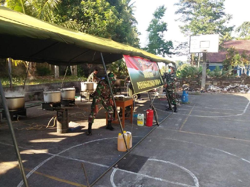 Kodim Bangli Buka Dapur Umum Sediakan Makanan Warga Desa yang Diisolasi