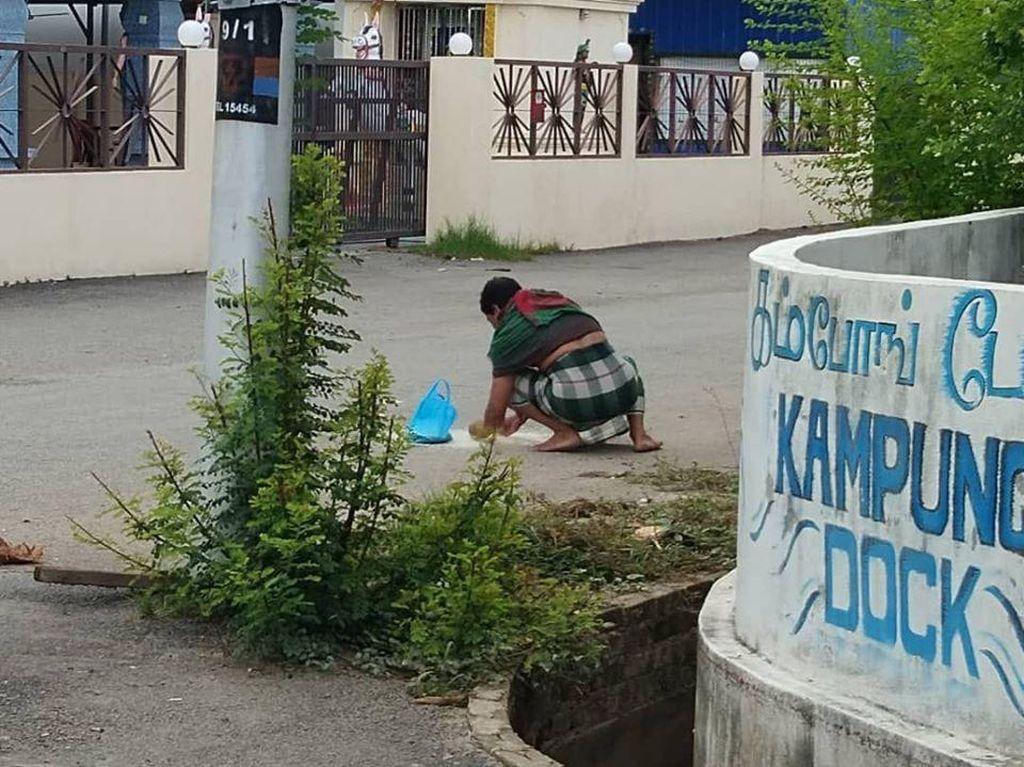 Kumpulkan Tumpahan Beras di Jalan, Buruh Migran: Masih Bisa Dimakan