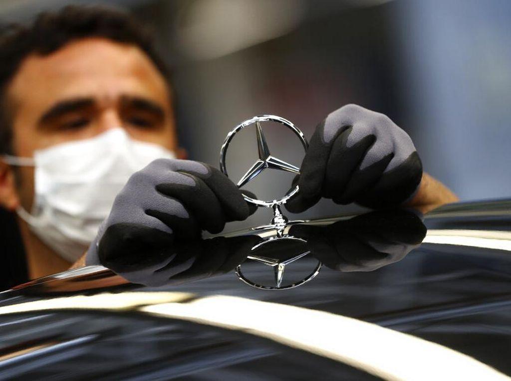 Karyawan Daimler Diberi Bonus Corona, Seorang Dapat Rp 16 Juta