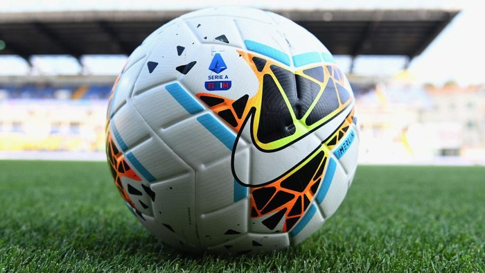 PARMA, ITALY - AUGUST 24:  Nike Merlin the official match ball of Serie A during the Serie A match between Parma Calcio and Juventus at Stadio Ennio Tardini on August 24, 2019 in Parma, Italy.  (Photo by Alessandro Sabattini/Getty Images)