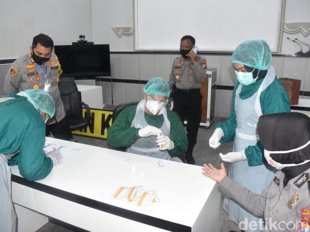 Polisi di Pasuruan Kota Garis Depan Corona Jalani Rapid Test