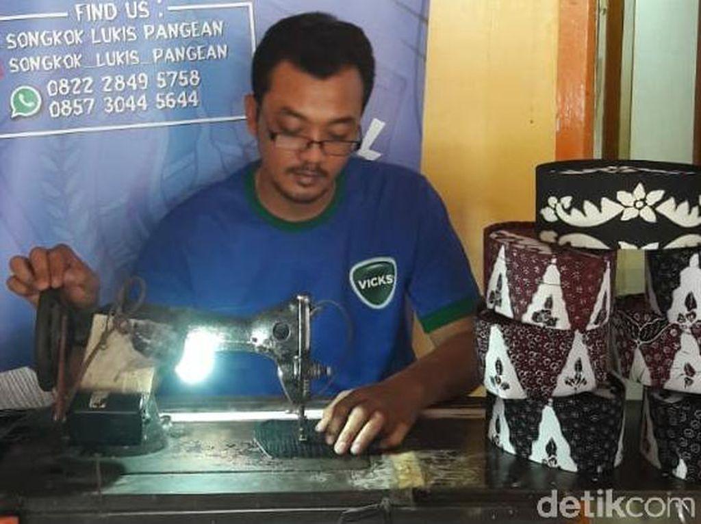 Pengrajin Songkok Lukis di Lamongan Sepi Pesanan Dampak Corona