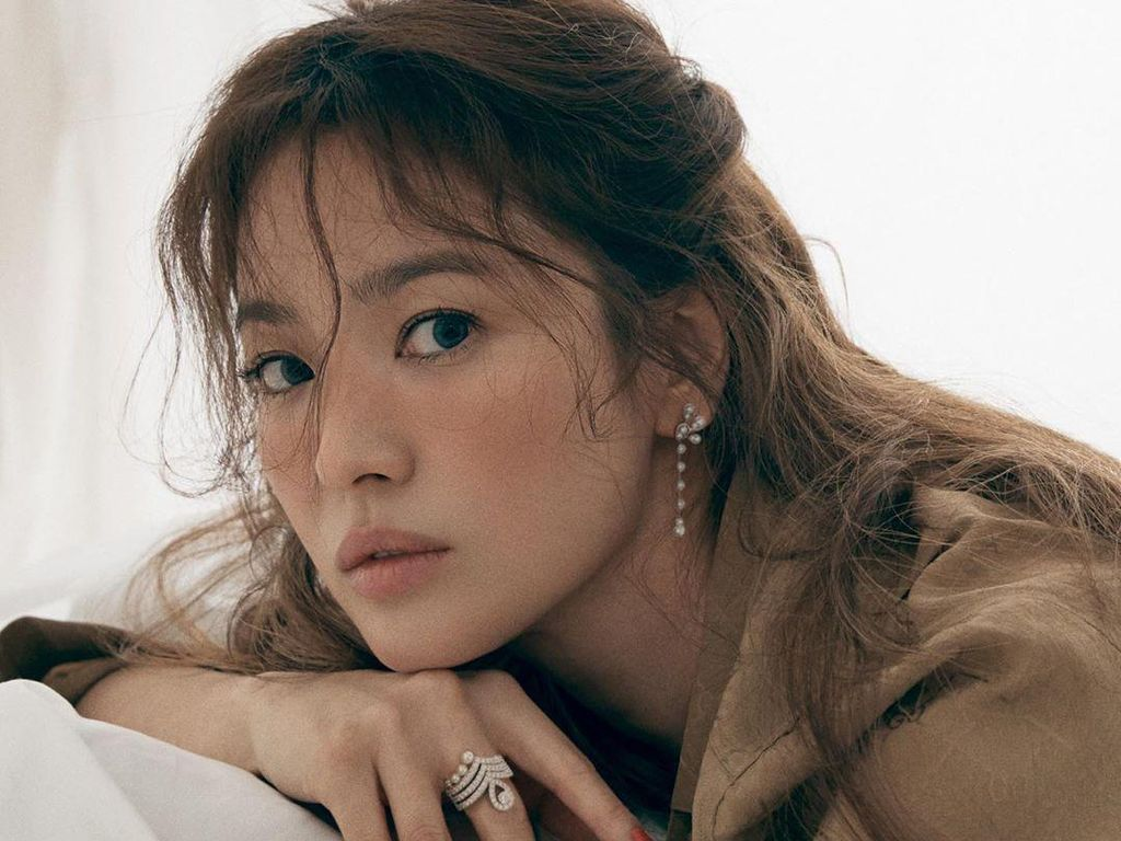 Son Ye Jin Perempuan Tercantik Sedunia, Song Hye Kyo Gimana?