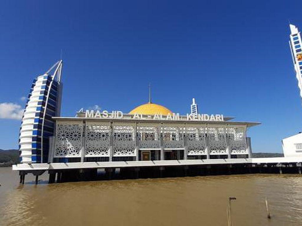 Masjid Apung Kendari, Tempat Ibadah Unik di Tengah Laut