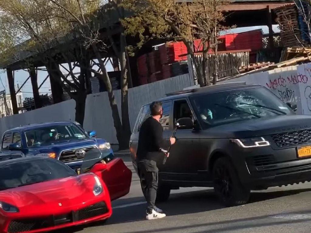 Seram! Prank Lempar Keju, Pemilik Mobil Sport Malah Ngamuk