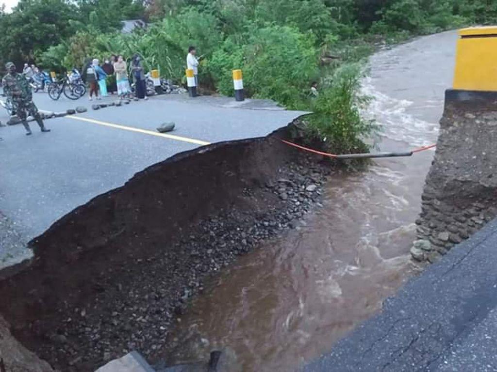 Jalan Trans Sulawesi di Poso Putus Dihantam Banjir