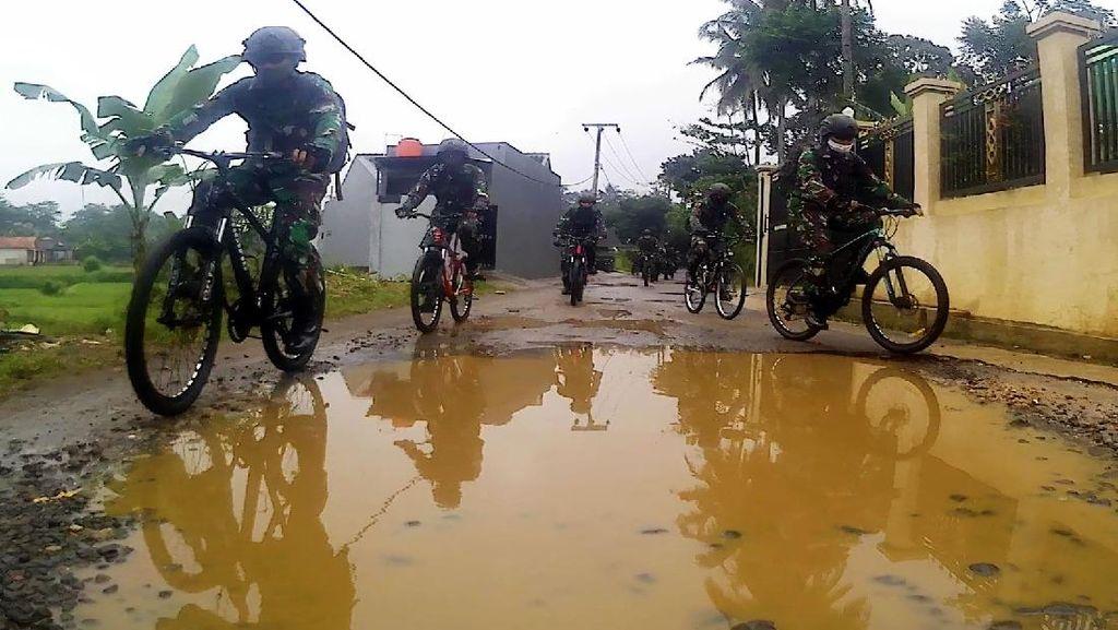 Ngontel Berkah, Cara Prajurit TNI Salurkan Bantuan