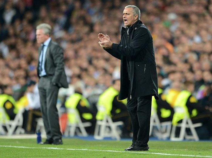 MADRID, SPAIN - APRIL 25:  Head Coach Jose Mourinho gives instructions during the UEFA Champions League Semi Final second leg between Real Madrid CF and Bayern Munich at The Bernabeu Stadium on April 25, 2012 in Madrid, Spain.  (Photo by Jasper Juinen/Getty Images)