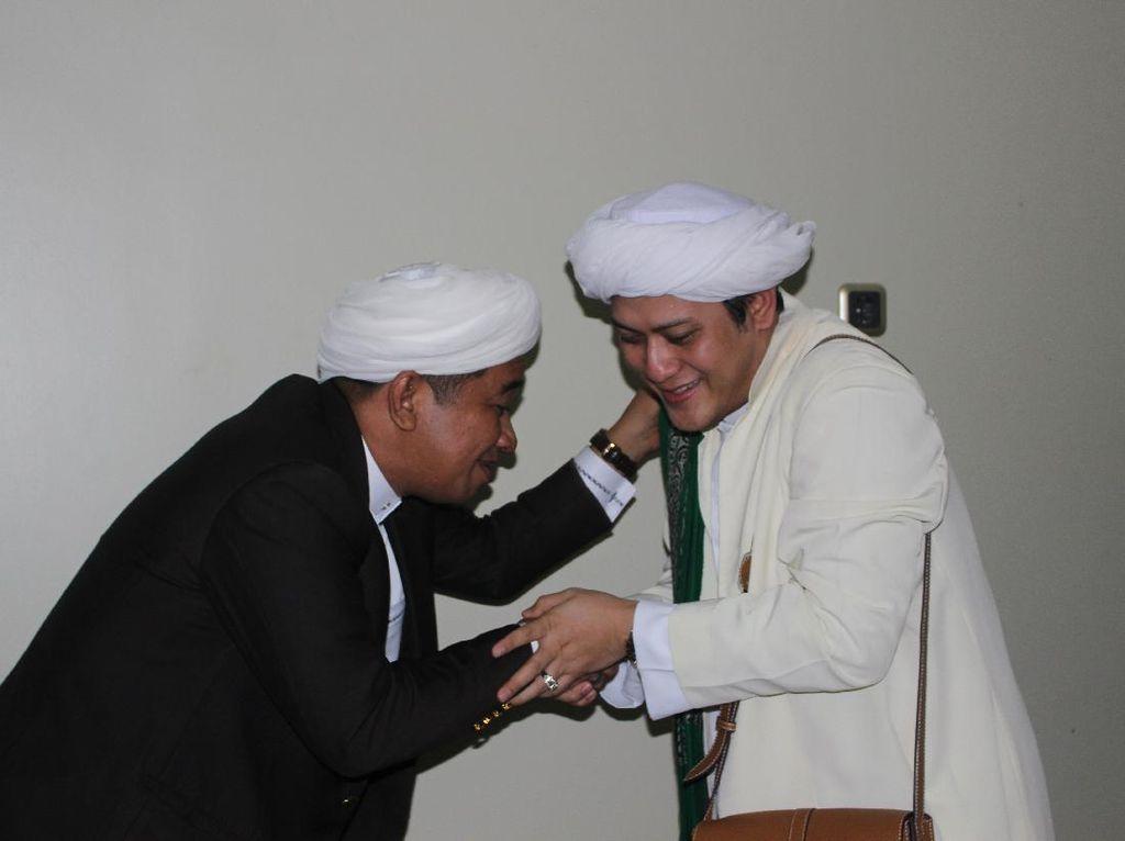 Jemaah Antar Jenazah Guru Zuhdi ke Pemakaman di Banjarmasin