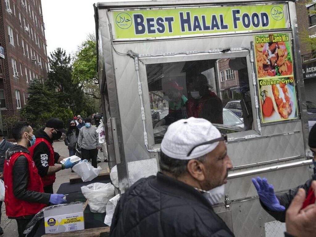 Bagi-bagi Makanan Halal Gratis di New York