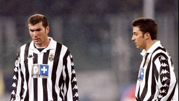 21 Nov 1999:  Zinedine Zidane and Alessandro Del Piero of Juventus on the ball against AC Milan during the Italian Serie match at the Stadio Delle Alpi in Turin, Italy.  Mandatory Credit: Claudio Villa /Allsport