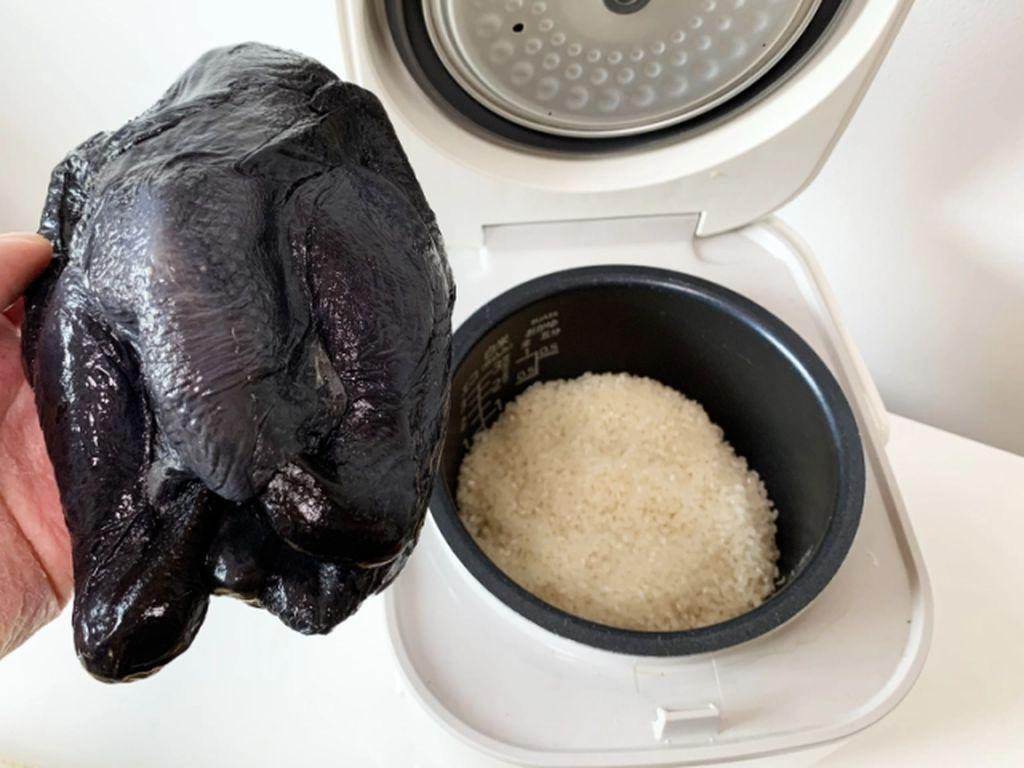 Silkie Chicken, Ayam Berwarna Hitam Legam yang Unik dari China