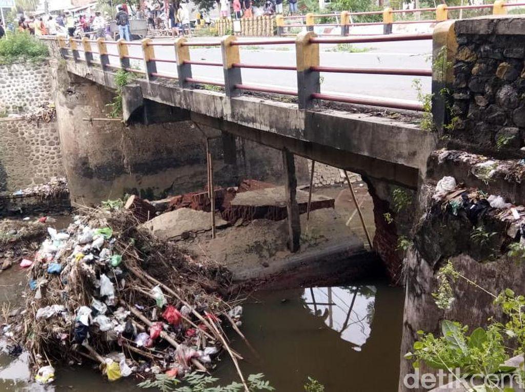 Penahan Jembatan Nasional Jalur Selatan Probolinggo-Lumajang Ambrol