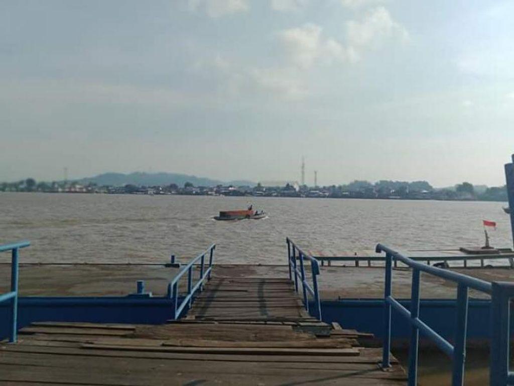 Suasana Menjelang Senja di Dermaga Sungai Mahakam