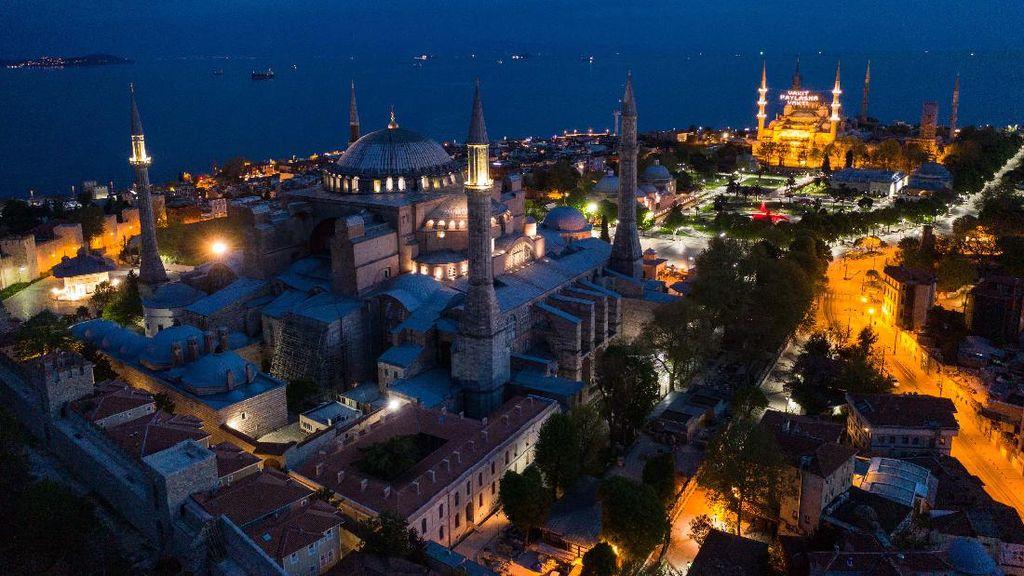 Indahnya Cahaya Istanbul Malam Hari saat Lockdown Akhir Pekan