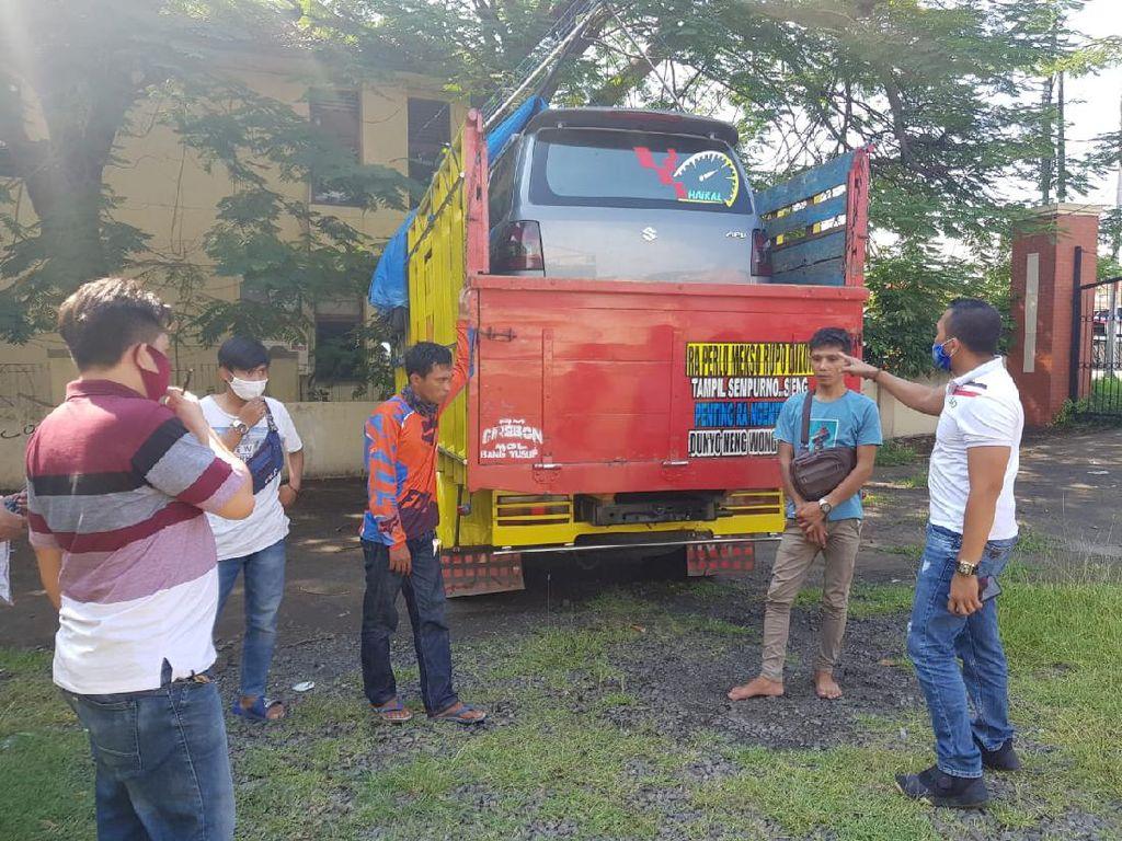 Kena! Polisi Ciduk Truk Angkut Mobil Penumpang untuk Mudik di Merak