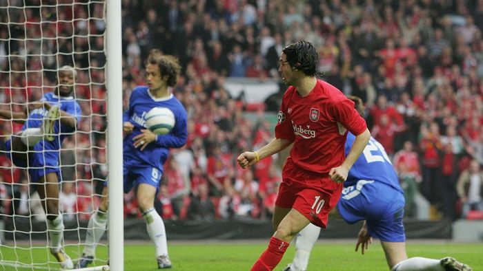 LIVERPOOL, ENGLAND - MAY 03: Luis Garcia of Liverpool scores the opening goal during the UEFA Champions League semi-final second leg match between Liverpool and Chelsea at Anfield on May 3, 2005 in Liverpool, England.  (Photo by Laurence Griffiths/Getty Images)