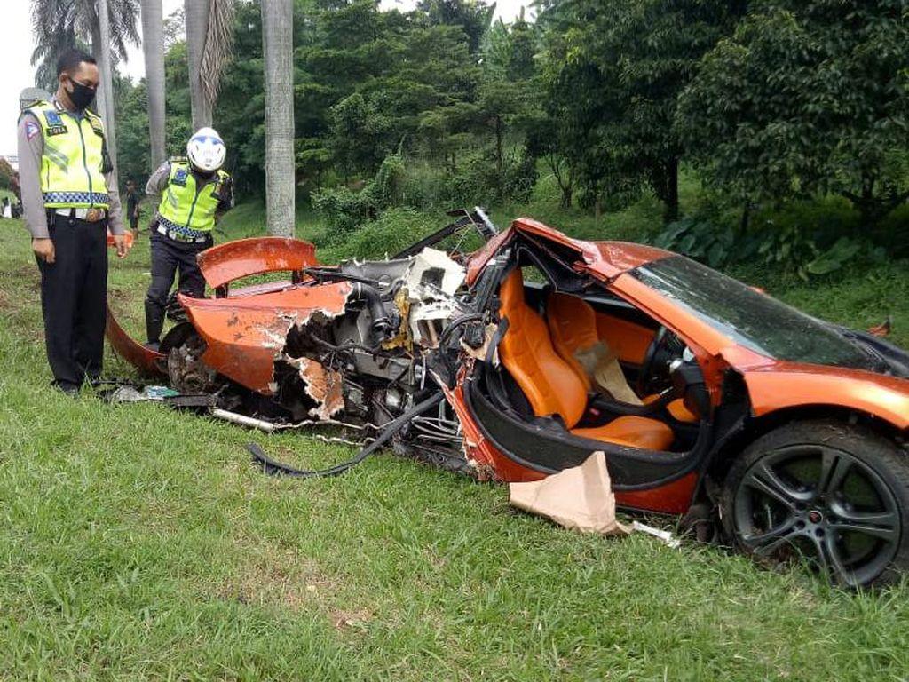 McLaren MP4-12C Babak Belur di Jagorawi, Pajaknya Rp 90 Juta Lebih