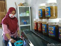 Emak-emak di Pacitan Bikin Bumbu Instan untuk yang WFH Selama Corona