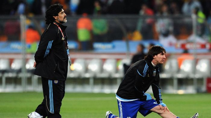 JOHANNESBURG, SOUTH AFRICA - JUNE 27:  Diego Maradona head coach of Argentina and Lionel Messi during the warm up ahead of the 2010 FIFA World Cup South Africa Round of Sixteen match between Argentina and Mexico at Soccer City Stadium on June 27, 2010 in Johannesburg, South Africa.  (Photo by Stanley Chou/Getty Images)