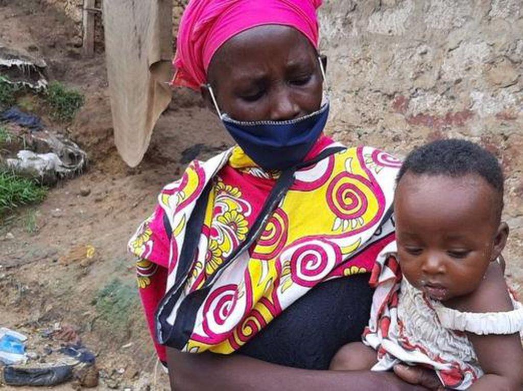 Miris! Ibu Ini Masak Batu Agar Anaknya yang Lapar Berhenti Menangis