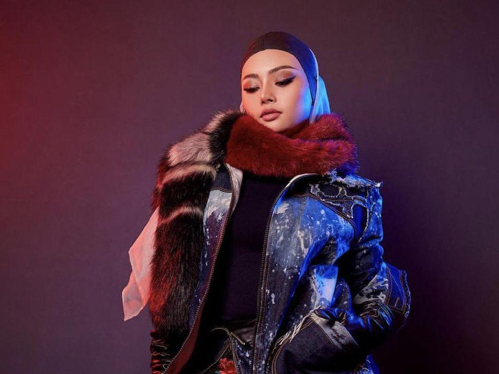 Foto: Adu Gaya 5 DJ Seksi yang Berhijab Setelah Hijrah