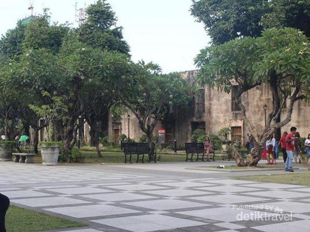 Suatu Sore di Fort Santiago Manila