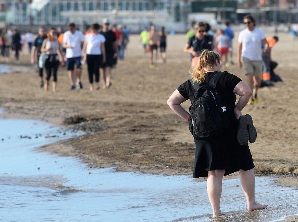 Pantai di Spanyol Dibuka Selama 4 Jam, Dimanfaatkan Warga Berjemur