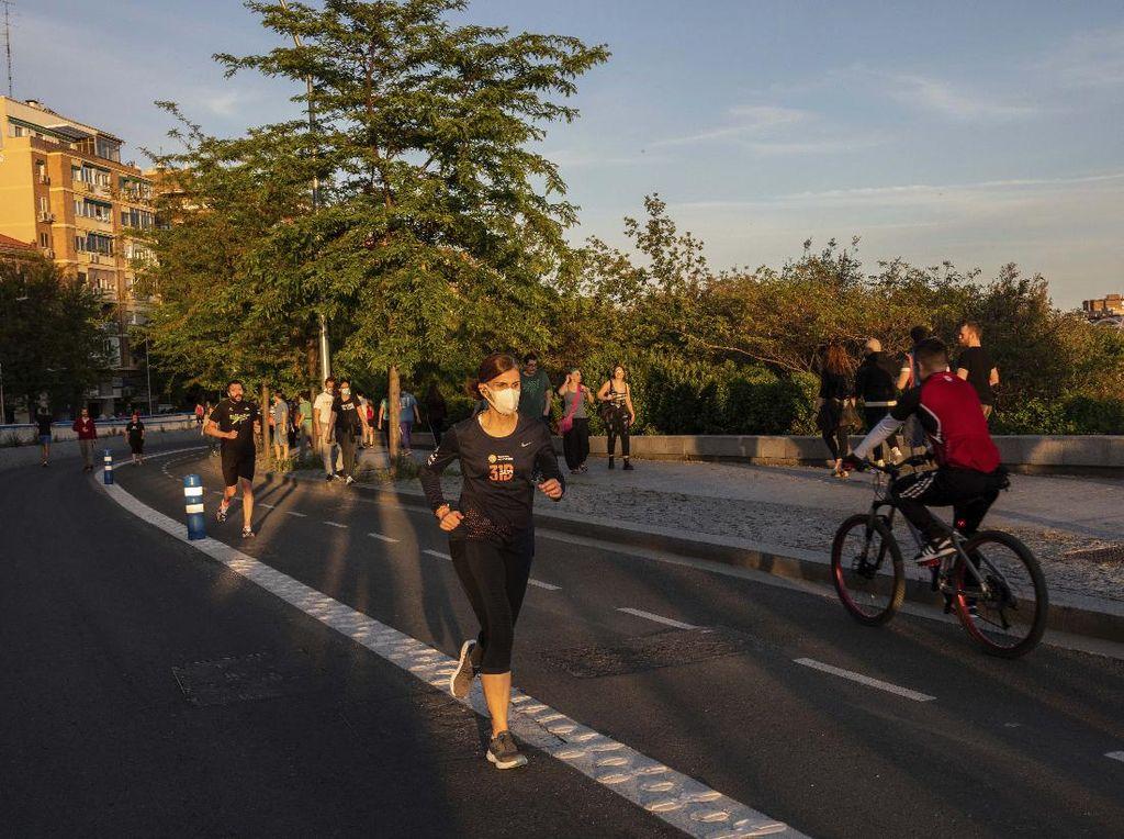 Longgarkan Lockdown, Warga Spanyol Bisa Berolahraga di Luar