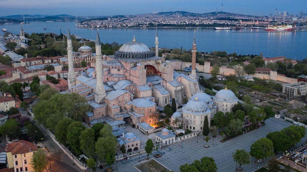 Menikmati Keindahan Hagia Sophia saat Sunyi Sepi