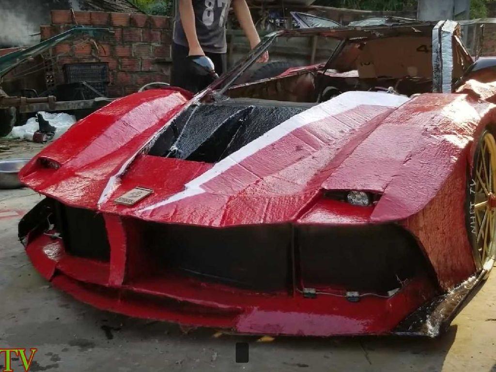 Bocah Ini Bikin Replika Ferrari Murah Meriah