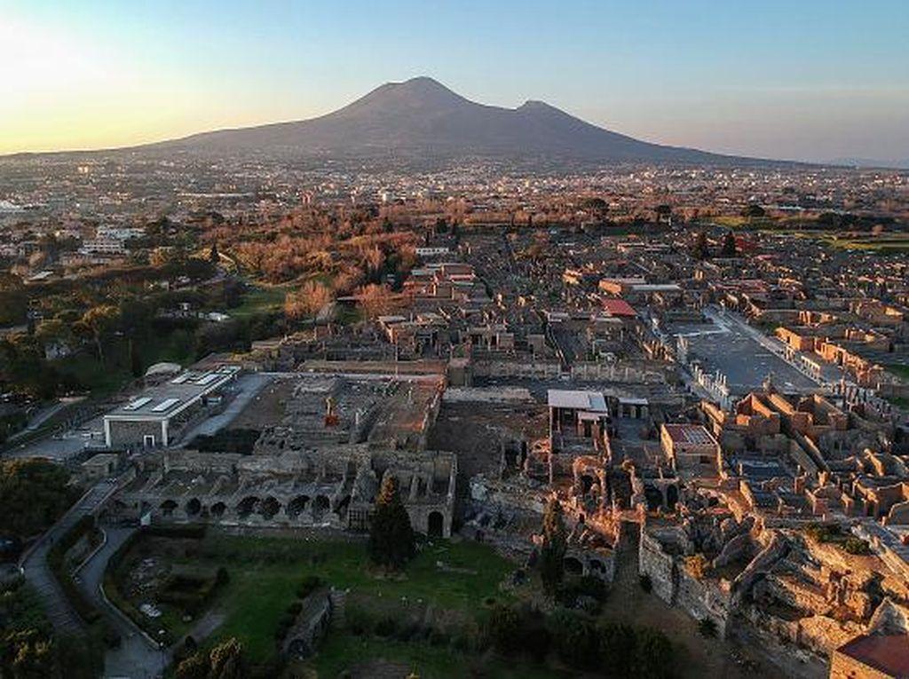 Ngaku Dikutuk, Wanita Ini Kembalikan Artefak yang Dicurinya dari Pompeii