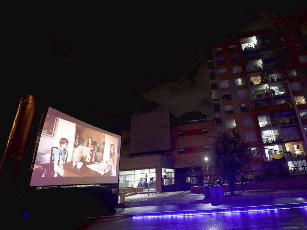 Potret Film Keliling, Penghilang Jenuh Warga Kolombia Saat Lockdown