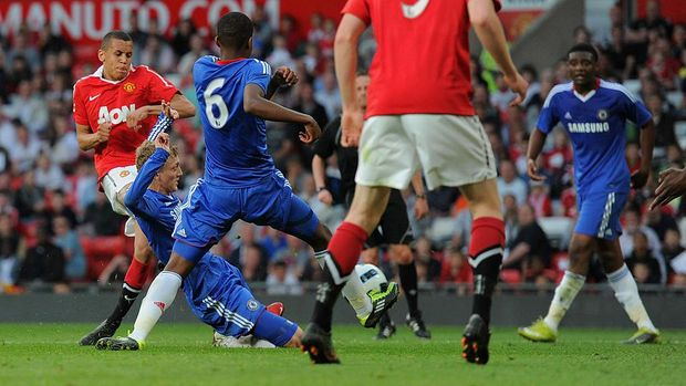 MANCHESTER, ENGLAND - APRIL 20: Ravel Morrison of Manchester United shoots and the ball deflects off George Saville of Chelsea for the first goal during the FA Youth Cup Semi Final 2nd Leg between Manchester United and Chelsea at Old Trafford on April 20, 2011 in Manchester, England.  (Photo by Michael Regan/Getty Images)