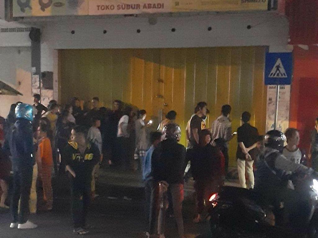 Kala Anggota TNI di Garut Tolong ODGJ yang Melahirkan di Pinggir Jalan