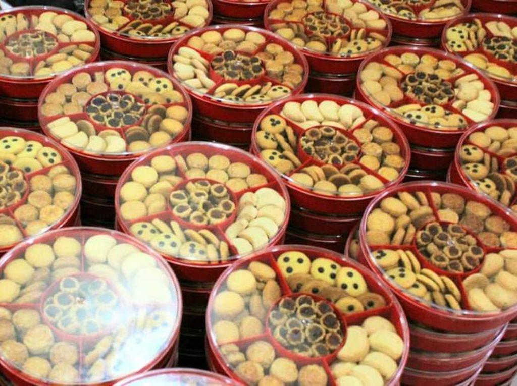 Pesanan 100 Kotak Kue Kering Dibatalkan, Netizen ini Dapat Bantuan Tak Terduga