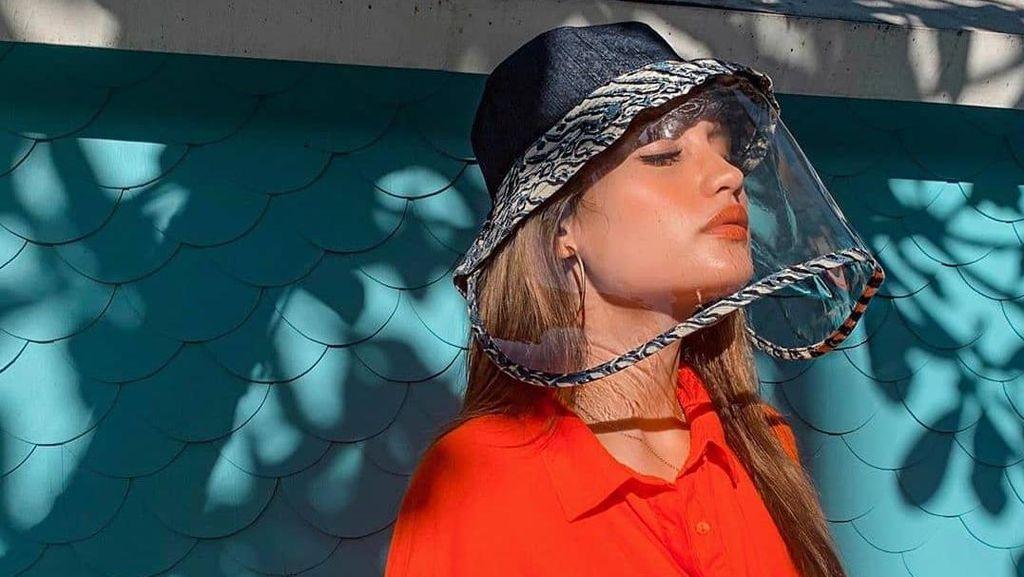 Foto: Gaya Kece Artis Indonesia Pakai Face Shield Cegah Virus Corona