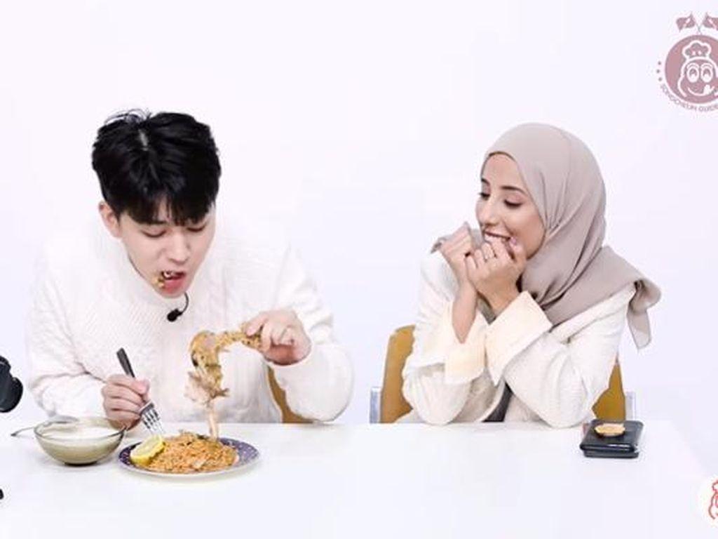 Intip Reaksi Yunhyeong iKON Saat Pertama Kali Cicip Makanan Arab